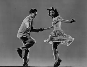"""Lunedi' 27 Luglio ore 22:15 Lezione gratuita piu' esibizione di Swing dance (Lindy hop) con la scuola """"feel that swing"""" (Lezione dedicata ai principianti assoluti, non c'e' bisogno di essere in coppia.)"""